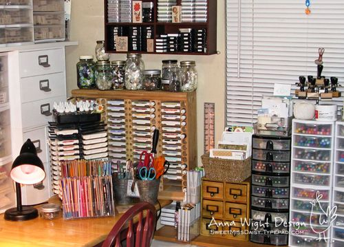 AnnaWight201003desk1